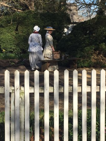 Colonial Williamsburg: Guides dressed in colonial attire