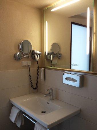 Best Western Plus Hotel Willingen: Ein Teil des Bades