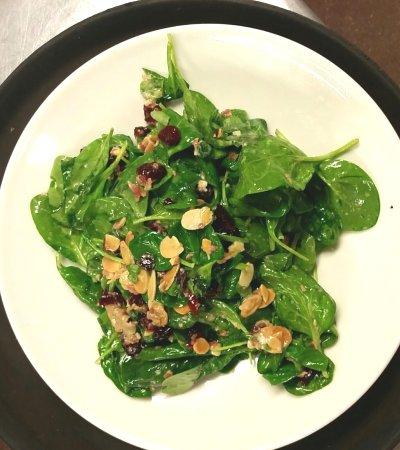 Swansboro, Carolina del Norte: Warm Spinach Salad