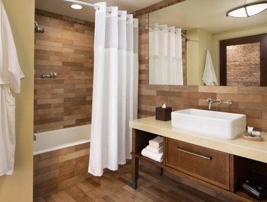 Hotel Abrego: Premier King or Two Queens bathroom tub option