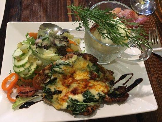 Chata Cottage Inn: Spinach chicken and stew