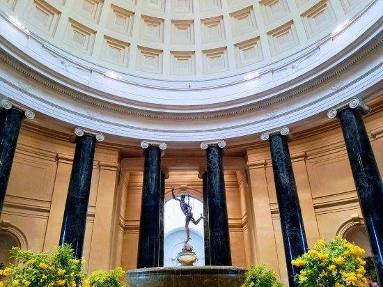 Mercury statue -main rotunda inside the National Gallery ...