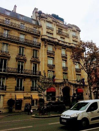 Front of Hotel Raphael on Avenue Kleber
