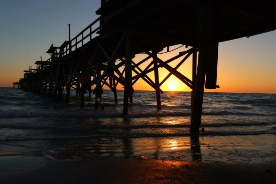 Redington Beach, FL: Long Pier - next door to Hotel Sol