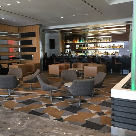 Miami Springs, FL: Lobby looking into bar area