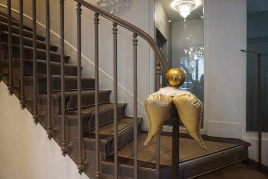 Hotel Ares Paris: the angel wings on the stairs : )