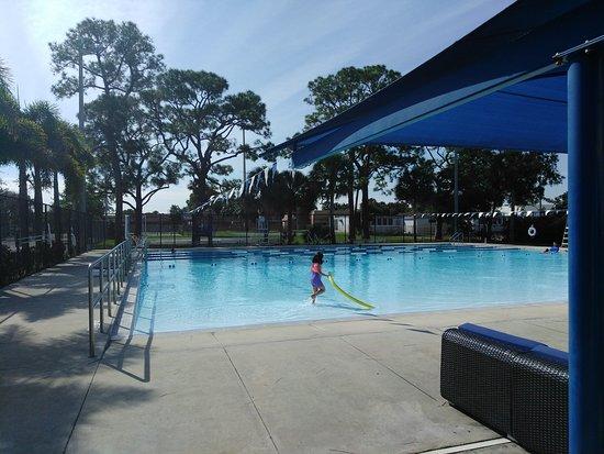 Davie, FL: Park, pool, pathway
