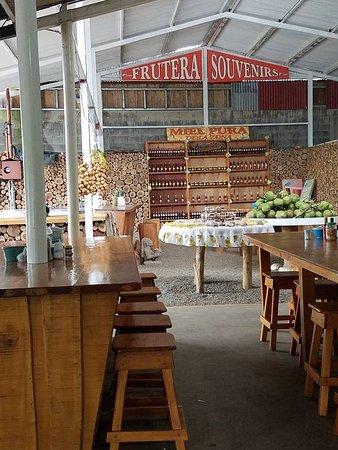 San Jose de la Montana, Costa Rica: Restaurant & Souvenir Area