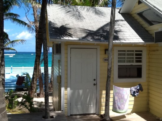 Sivananda Ashram Yoga Retreat: Our beach hut. Comfortable and great location