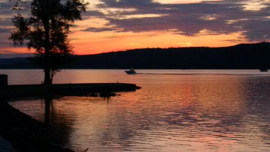 L'Orignal, Canada: Sun set at the Ottawa river across from the Abadin B&B