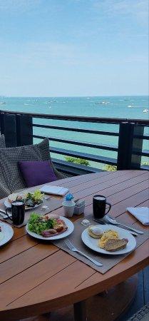 Hilton Pattaya: 朝食は種類豊富