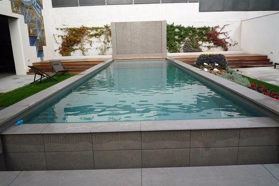 piscine moderne. Black Bedroom Furniture Sets. Home Design Ideas