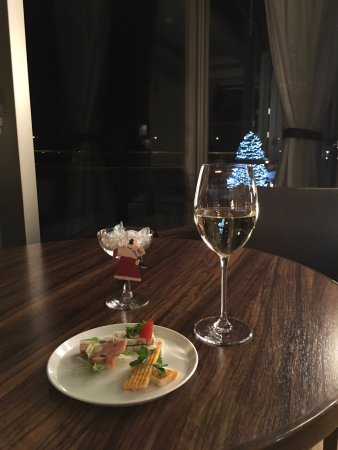 Otofuke-cho, Japón: 豊州亭ラウンジのつまみとワイン