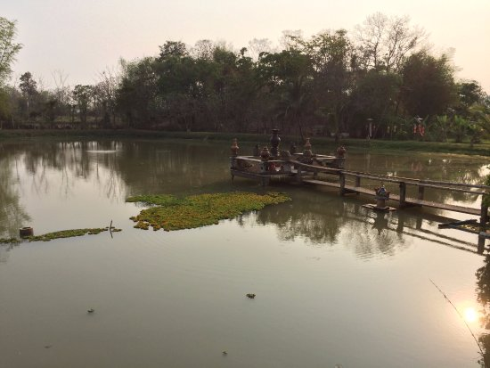 Baan Suan Jantra Home Stay: The view from the dining area at sunset.
