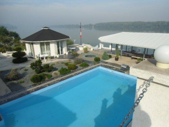 Vue, Aussicht, view von der Villa Graf in Smederevo auf die Donau