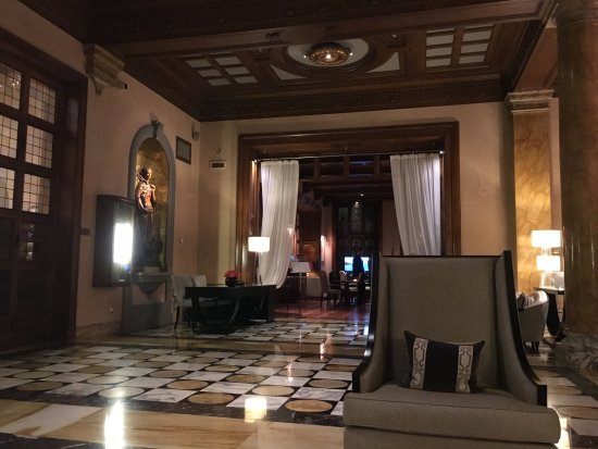 The Westin Excelsior Florence: Lobby - good place to sit and listen to live piano music