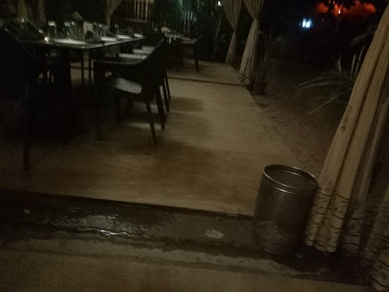 Lal Bagh: Open dirty water exit near our table