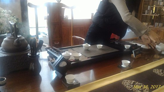 Chaozhou Hotel: Tea ceremony in lobby