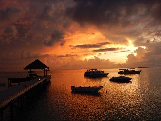 Mirihi Island Resort: Sunset from the Muraka Lounge and Restaurant