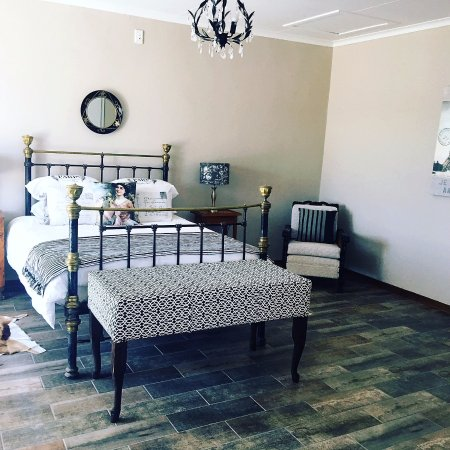 Barkly West, South Africa: Luxurious bedroom with own kitchen. Ideal for selfcatering.