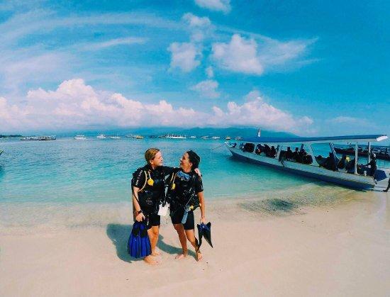 吉利特拉万安岛蓝马林潜水中心照片