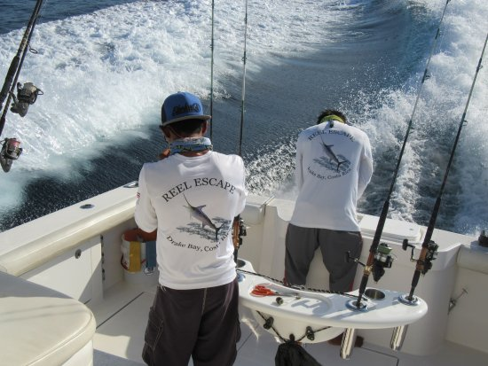 Drake Bay, Kosta Rika: Let's go fishing with Capt Willie and the crew of the Reel Escape