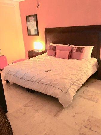 The Elements Oceanfront & Beachside Condo Hotel: Main Bedroom