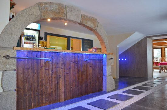 Saint-Antheme, France: L'auberge vous accueille dans un cadre montagnard et chaleureux.