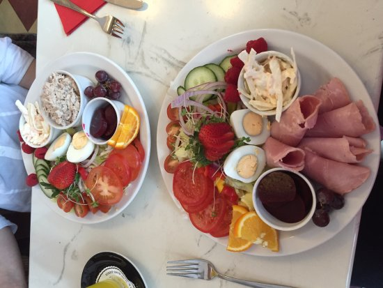 Cafe Ariete: Delicious ham salad and tuna salad, best salads we have ever had! Such a wonderful variety  flav