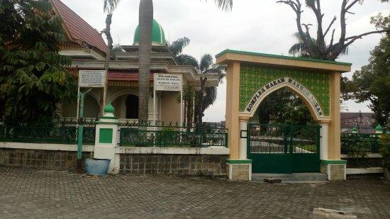 Komplek Makam Marhum Pekan Foto Masjid Raya Pekanbaru Pekanbaru Tripadvisor