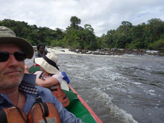 Awarradam Jungle Lodge : Door stroomversnellingen bij hoog water.
