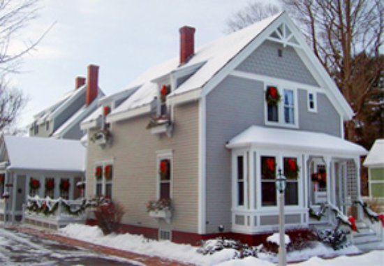 James Place Inn Bed and Breakfast: Decked out for the holidays