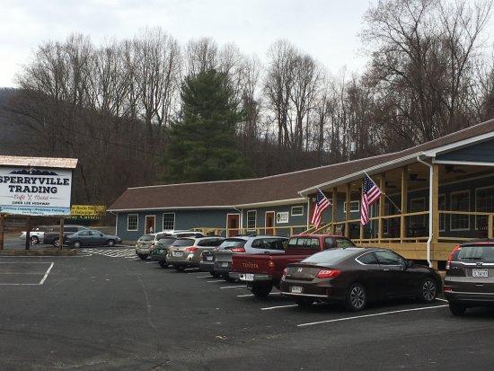 Sperryville, فيرجينيا: Sperryville Trading Cafe and Market.