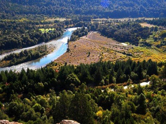 El Bolsón, Argentina: Una de las vistas del río Azul desde el mirador...