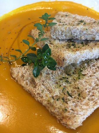 Caselle di Sommacampagna, Italia: crema di carote e crostini