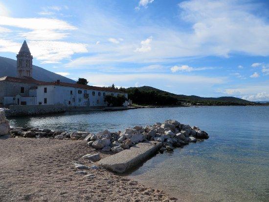 Nerezine, Croatia: Posizione incantevole per un convento bellissimo