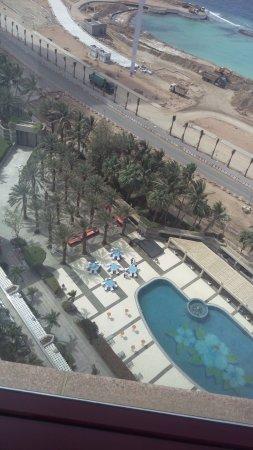 Jeddah Hilton Hotel: اطلالة المسبح والبحر