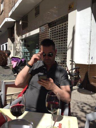 Taberna Belmonte: Muy indignados!!! Una vergüenza  Un vino 4€ y una mierda de tapa