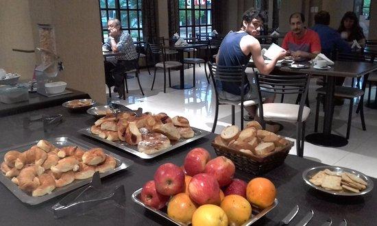Presidencia Roque Saenz Pena, Argentina: desayunando