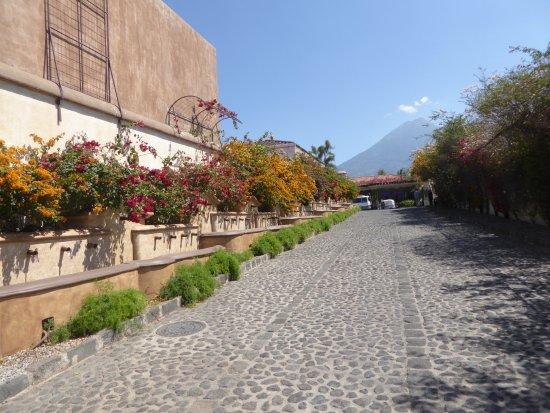 Camino Real Antigua: Entrance to the hotel