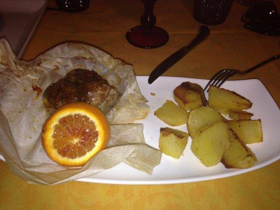 Villafranca in Lunigiana, Italy: Filetto di maiale con miele della Lunigiana e riduzione all' arancia