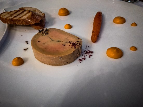 Restaurant Eleonore : Foie Gras Mi-cuit Eléonore, wiht fine créme carottes and walnut oil dusted with a red wine sea s