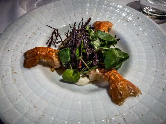 Restaurant Eleonore : Queues de Langoustines, with a condiment of mangue-papaye and crème coco au ccombawa.