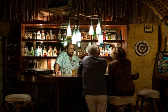Zanzibar Retreat Hotel: A chat with the Manager in the bar.