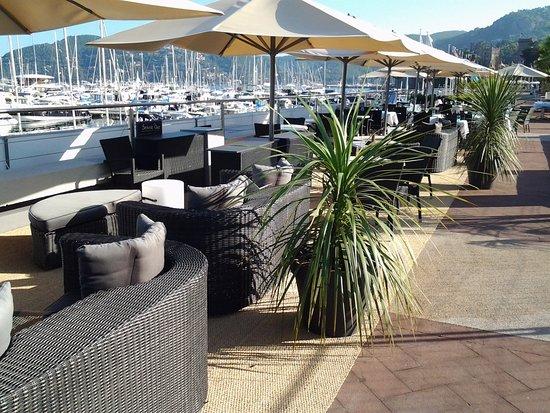 La Voile Bleue Du Bistrot Du Port : notre lounge, pour un verre qui se prolonge