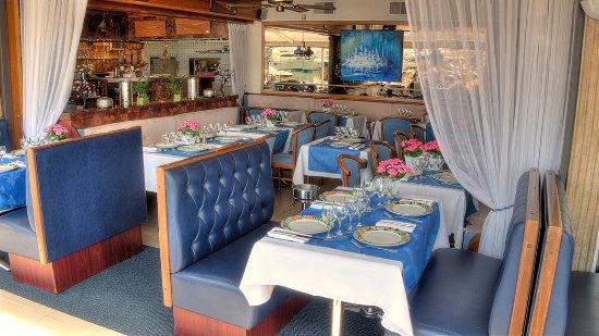 La Voile Bleue Du Bistrot Du Port : un petit coin d'intimité dans un cadre marin