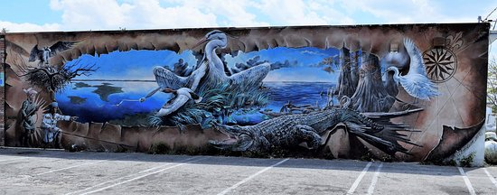 Lake Placid, FL: Everglades and birds mural
