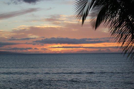 Lokelani Condominiums: Sunsets are incredible at Lokelani!