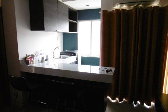 petite cuisine equipée - Picture of Sarasinee All Suites, Bangkok ...