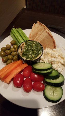Thyme Restaurant & Lounge: the Hummus & Pita appetizer